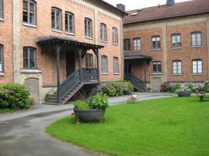 Dicksonska Stiftelsen gårdsinteriör närmast Lekeplan(Engelska parken)23/6-2015