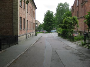 Brunnsgatan mot C.Grimbergsgatan ochVästergatan-Brunnsgatan 24 till höger..Dicksonska till vänster.23/6-2015