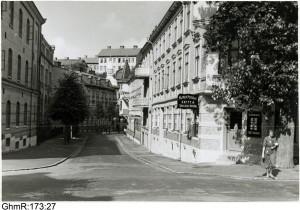 Alfred Perssons Kaffe-och Speceriaffär på hörnet Spekebergsgatan/Carl Grimbergsgatan mot Västergatan